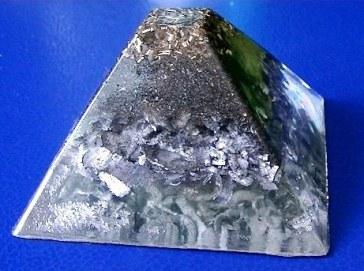 Piramida orgonica transparenta