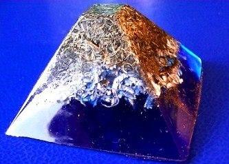Piramida orgonica albastra