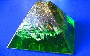 Piramida orgonica verde