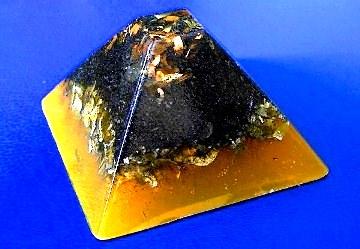 Piramida orgonica aurie