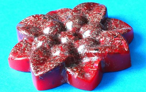 Floare orgonica rosie cu 8 petale