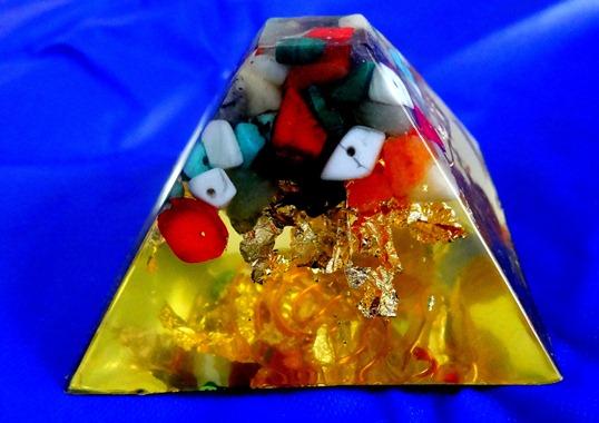 Piramida orgonica Crystal 69