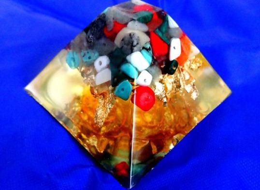 Piramida orgonica Crystal 74